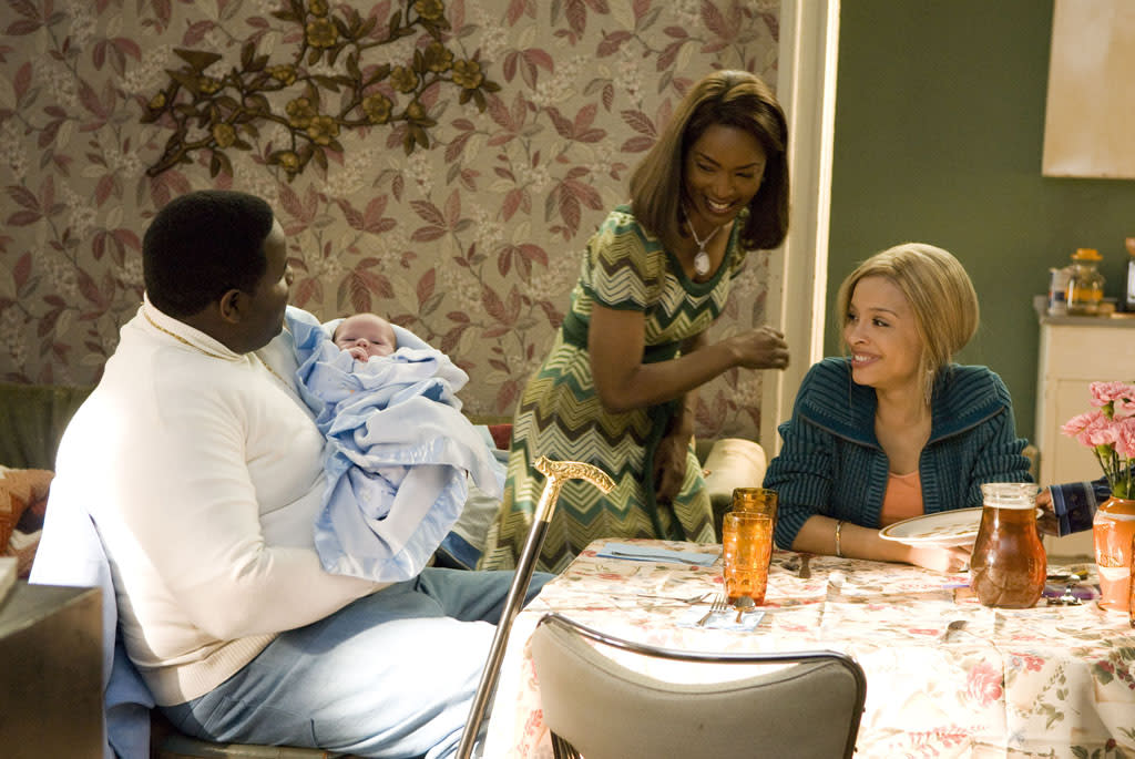 """<a href=""""http://movies.yahoo.com/movie/contributor/1809108145"""">Jamal Woolard</a>, <a href=""""http://movies.yahoo.com/movie/contributor/1800022396"""">Angela Bassett</a> and <a href=""""http://movies.yahoo.com/movie/contributor/1808681088"""">Antonique Smith</a> in Fox Searchlight's <a href=""""http://movies.yahoo.com/movie/1810008210/info"""">Notorious</a> - 2009"""