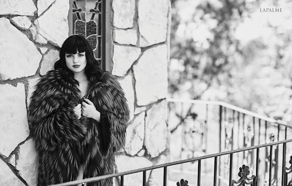 The actress looks all dolled up while wrapped in fur. (Photo: Mike Rosenthal for <em>LaPalme</em> magazine)