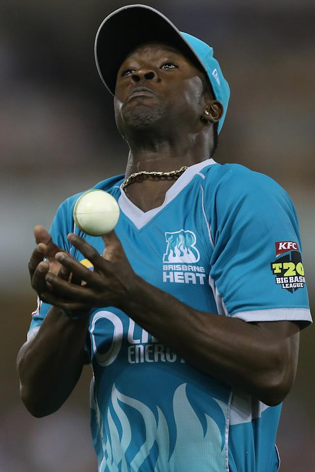 BRISBANE, AUSTRALIA - JANUARY 07:  Kemar Roach of the Heat drops a catch during the Big Bash League match between the Brisbane Heat and the Sydney Sixers at The Gabba on January 7, 2013 in Brisbane, Australia.  (Photo by Chris Hyde/Getty Images)