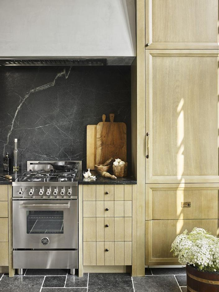 """<p>As the name suggests, accent walls tend to be a bit bolder and more eye-catching than most others in the home, but that doesn't always have to be the case. Take this soapstone backsplash inside this <a href=""""https://www.veranda.com/decorating-ideas/house-tours/a33487574/beth-webb-brays-island-house-tour/"""" rel=""""nofollow noopener"""" target=""""_blank"""" data-ylk=""""slk:Brays Island galley kitchen"""" class=""""link rapid-noclick-resp"""">Brays Island galley kitchen</a> by <a href=""""https://bethwebb.com/"""" rel=""""nofollow noopener"""" target=""""_blank"""" data-ylk=""""slk:Beth Webb"""" class=""""link rapid-noclick-resp"""">Beth Webb</a>. It's subtle yet manages to create a stunning contrast against the white oak cabinetry. The range is by <a href=""""https://us.bertazzoni.com/"""" rel=""""nofollow noopener"""" target=""""_blank"""" data-ylk=""""slk:Bertazzoni"""" class=""""link rapid-noclick-resp"""">Bertazzoni</a>.</p>"""