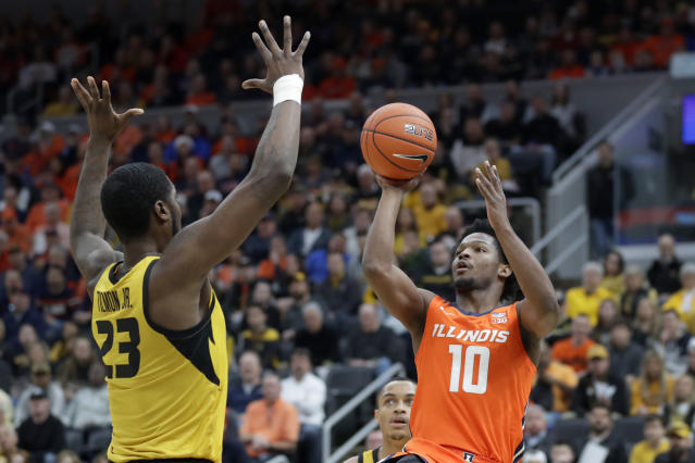 Illinois' Andres Feliz (10) shoots over Missouri's Jeremiah Tilmon (23) during the first half of an NCAA college basketball game Saturday, Dec. 21, 2019, in St. Louis. (AP Photo/Jeff Roberson)