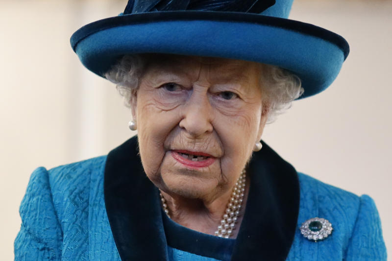 LONDON, ENGLAND - NOVEMBER 26: Queen Elizabeth visits the new headquarters of the Royal Philatelic society on November 26, 2019 in London, England. (Photo by Tolga Akmen - WPA Pool/Getty Images)