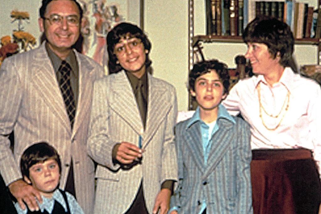 """<a href=""""http://movies.yahoo.com/movie/1808456270/info"""">CAPTURING THE FRIEDMANS</a> (2003) Directed by: Andrew Jarecki<br><br>A fly-on-the-wall portrait of a family's implosion in the face of child molestation charges"""