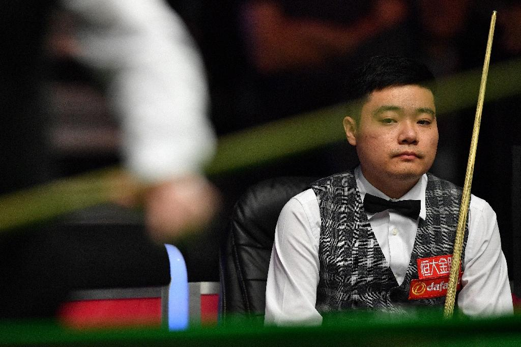 China's Ding Junhui reacts during his quarter-final match against England's Joe Perry during the Masters Snooker tournament at Alexandra Palace in London, on January 20, 2017 (AFP Photo/Ben STANSALL)