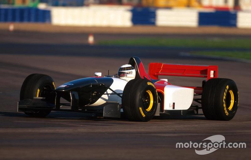 """Allan McNish, Lola Ford T95/30<span class=""""copyright"""">Sutton Motorsport Images</span>"""