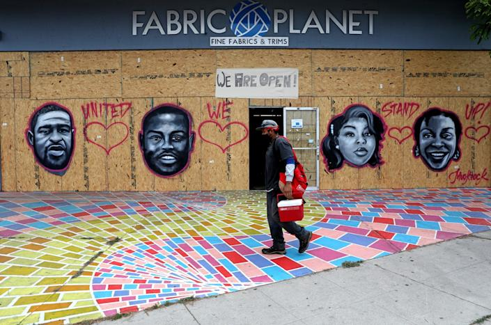 Jules Muck made street art in Venice to memorialize victims of police violence.