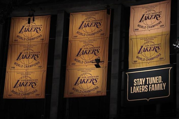 """Los Angeles, CA, Tuesday, December 22, 2020 A banner telling Lakers fans to """"stay tuned,"""" hangs as a placeholder for the team's 2020 championship banner that will be unveiled when fans are allowed back at Staples Center. (Robert Gauthier/ Los Angeles Times)"""