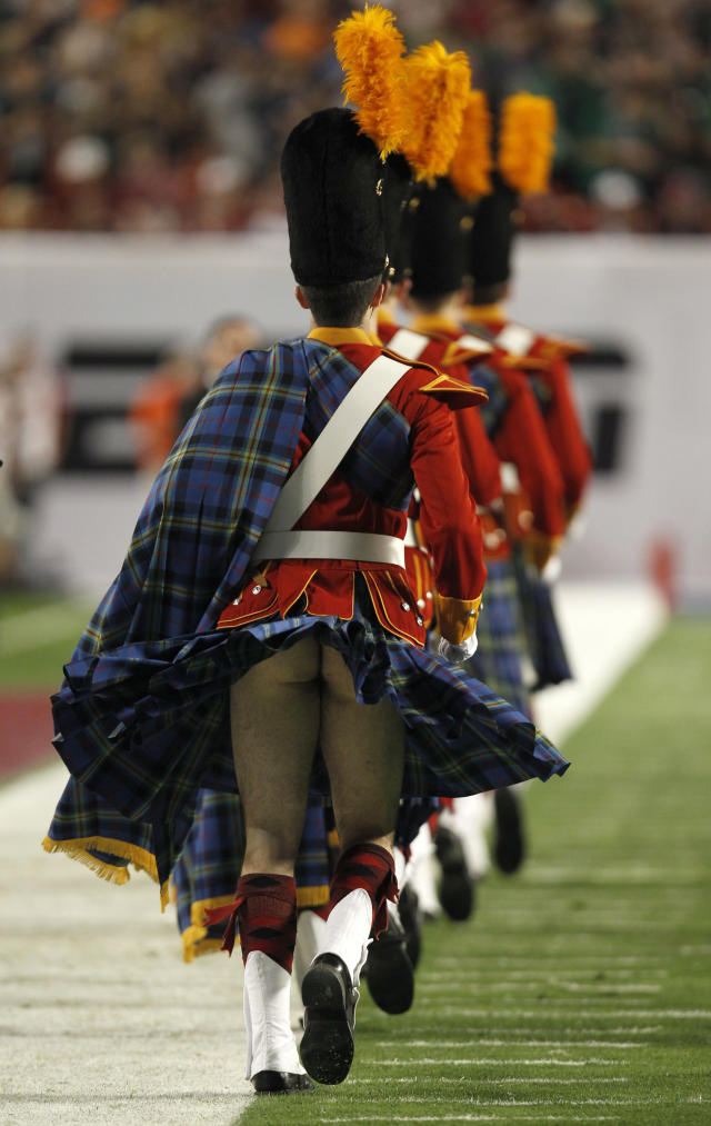 A member of the Notre Dame Fighting Irish band has his kilt blow up before the start of the NCAA BCS National Championship college football game in Miami, Florida January 7, 2013. REUTERS/Jeff Haynes (UNITED STATES - Tags: SPORT FOOTBALL)