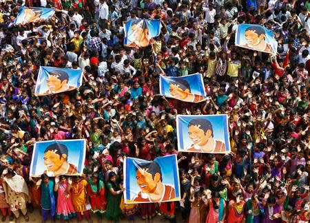School children wave as they hold posters of Indian cricketer Sachin Tendulkar at an event to honour him inside a school in the southern Indian city of Chennai November 14, 2013. Cricket-crazy India will have a lump in the throat as its favourite son, Tendulkar, walks out for one last time this week to play the game he has dominated for nearly a quarter of a century. The 'Little Master' will bring the curtain down on a glittering 24-year career at the age of 40 when he plays his 200th test match, against West Indies, at his home ground starting on Thursday. REUTERS/Babu