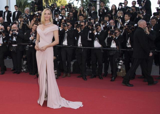 <p>Uma Thurman's structural haircut paired well with the architectural features included in her Atelier Versace gown. (Photo: AP) </p>
