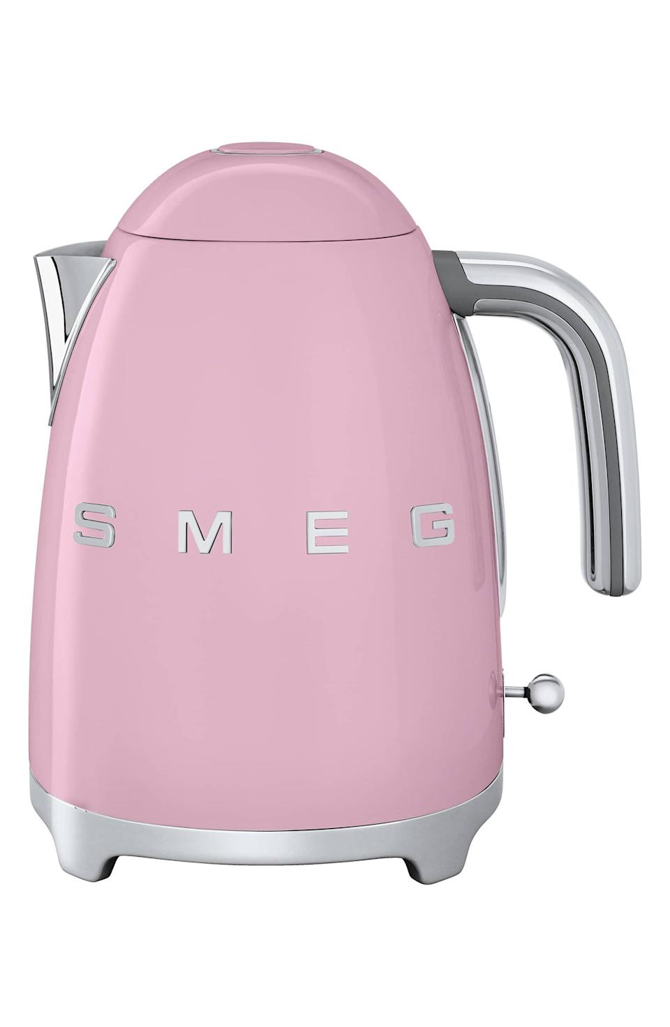 <p>How cute is this <span>Smeg '50s Retro Style Electric Kettle</span> ($170)? It comes in seven pretty colors.</p>