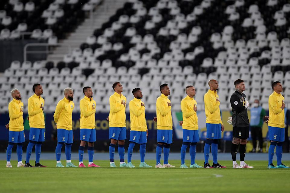 RIO DE JANEIRO, BRAZIL - JUNE 17: Players of Brazil line up for the national anthem prior to a match between Brazil and Peru as part of Group B of Copa America Brazil 2021 at Estadio Olímpico Nilton Santos on June 17, 2021 in Rio de Janeiro, Brazil. (Photo by Buda Mendes/Getty Images)