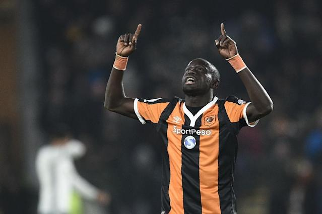 Hull's Oumar Niasse celebrates after scoring against Manchester United in their League Cup semi-final second leg (AFP Photo/Oli SCARFF )