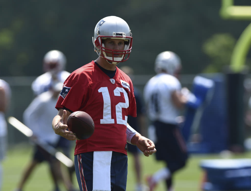 """<img width=""""640"""" height=""""487"""" alt=""""""""/><p>The New England Patriots officially opened their 2017 Training Camp this morning in Foxboro, MA. If the team had not been wearing shorts, one might have thought it was mid-season already. The defending Super Bowl Champions looked like a squadron on a mission. Despite all the '19-0′ chatter within the media, these Pats look determined […]</p> <p>The post <a rel=""""nofollow"""" rel=""""nofollow"""" href=""""http://cover32.com/2017/07/27/tales-camp-patriots-brady-look-sharp/"""">Tales from the Camp: Patriots, Brady look Fierce on Day One</a> appeared first on <a rel=""""nofollow"""" rel=""""nofollow"""" href=""""http://cover32.com"""">Cover32</a>.</p>"""