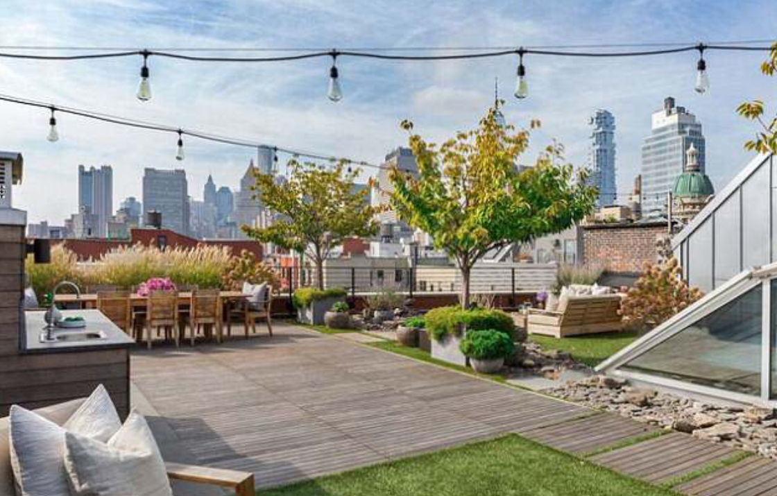 <p>The property comes with its very own private landscaped rooftop garden entertaining area. Perfect for those summer nights and boasts incredible city skyline views. Source: Douglas Elliman </p>