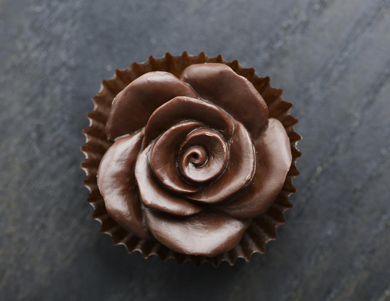 "<p>Wyoming would rather sweeten up its blossoms than its bling. It's also a state that stands alone, this time for its love of chocolate roses. Talk about <a href=""https://www.thedailymeal.com/eat/edible-plants-flowers?referrer=yahoo&category=beauty_food&include_utm=1&utm_medium=referral&utm_source=yahoo&utm_campaign=feed"">edible flowers. </a></p>"