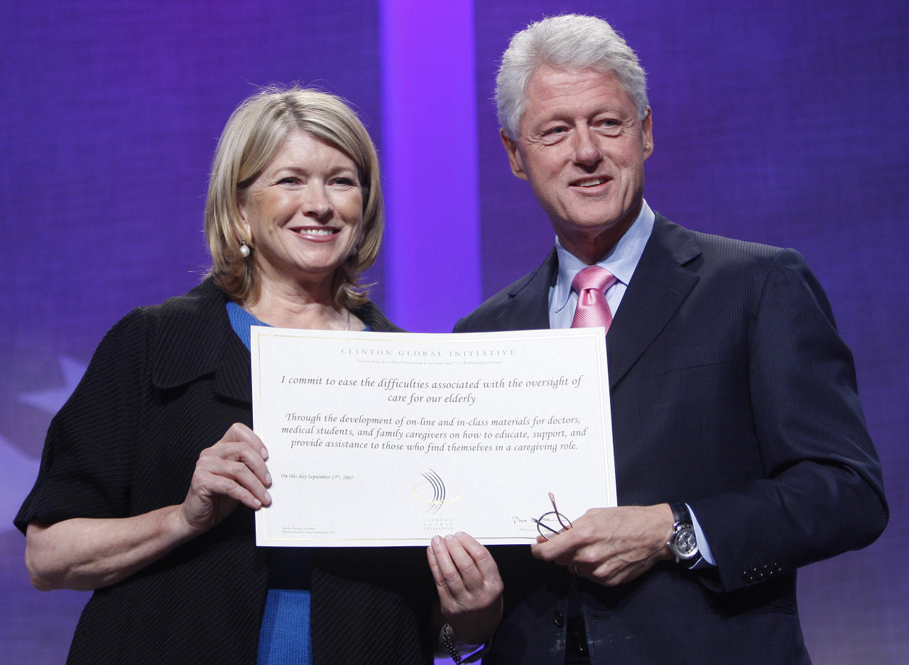 Martha Stewart stands with former U.S. President Bill Clinton during the Clinton Global Initiative in New York September 27, 2007. (REUTERS/Chip East)