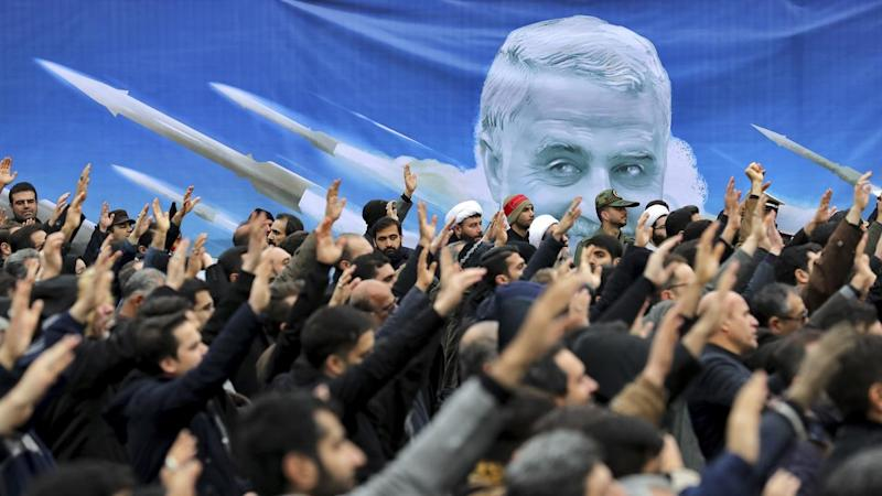 Mourners have turned out for the arrival of top general Qassem Soleimani's body to Iran