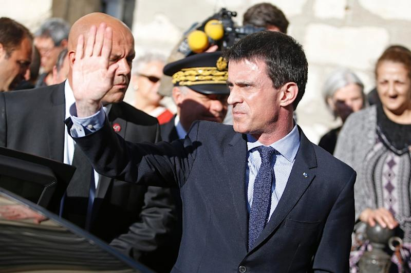 French Prime Minister Manuel Valls waves to people as he leaves a church in Villejuif, outside Paris, on April 22, 2015 (AFP Photo/Kenzo Tribouillard)