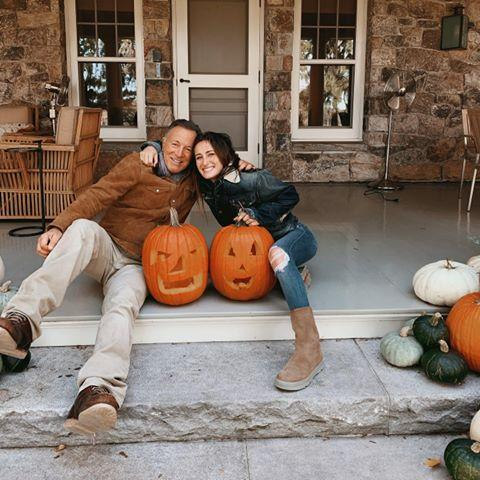 <p>How gourd-geous! Jessica, 28, and her dad carved pumpkins together last Halloween to get into the spooky spirit. </p>