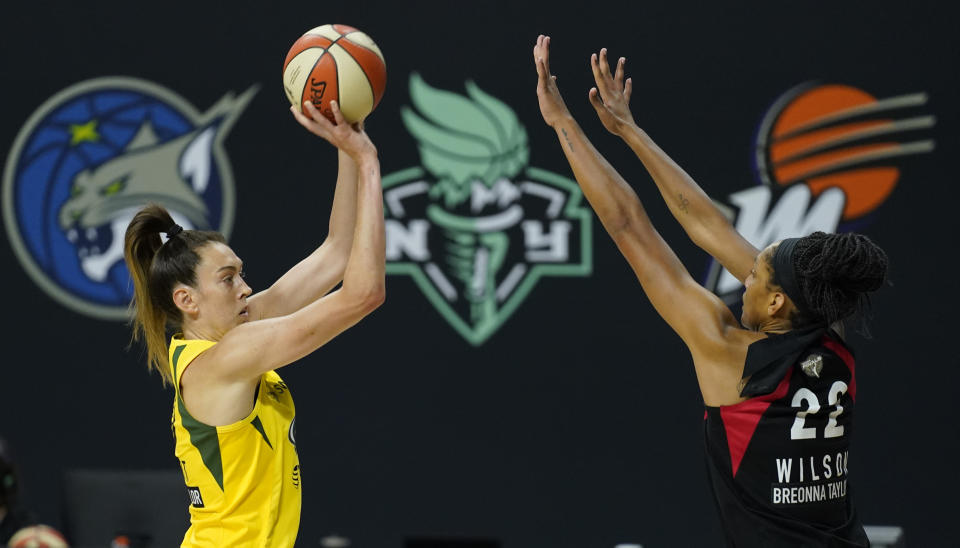 Breanna Stewart shoots over A'ja Wilson.