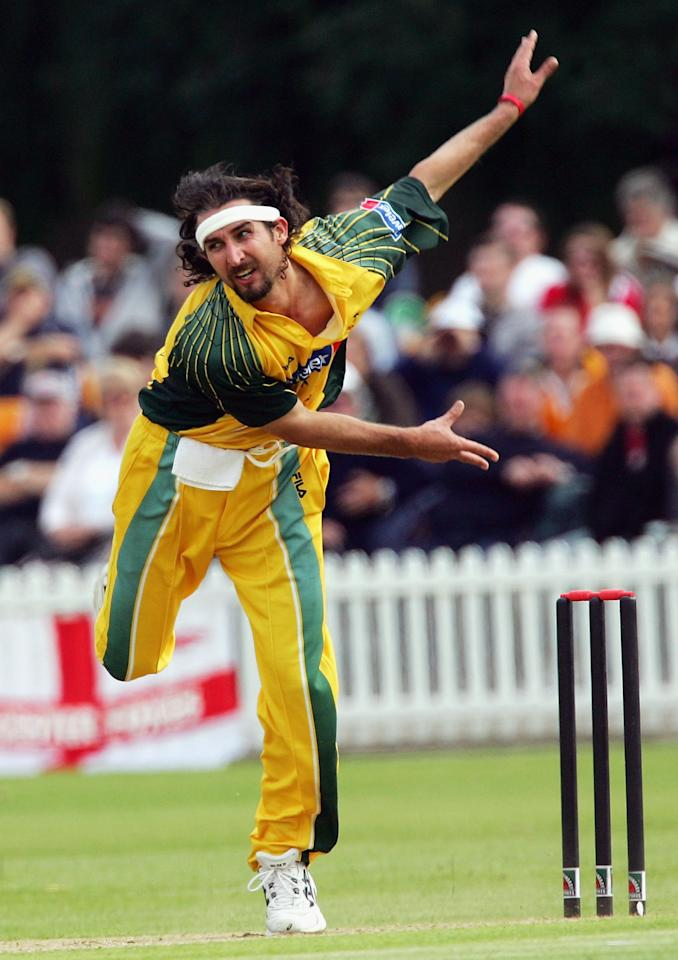 LEICESTER, UNITED KINGDOM - JUNE 11:  Jason Gillespie of Australia in action during the one day match between Leicestershire and Australia played at Grace Road on June 11, 2005 in Leicester, United Kingdom  (Photo by Hamish Blair/Getty Images)