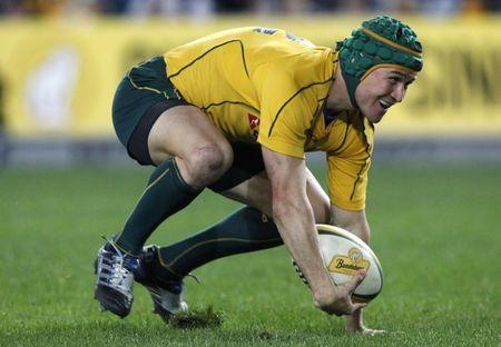 Australia's Matt Giteau scores a try during their rugby union test match against England in Sydney June 19, 2010. REUTERS/Mick Tsikas