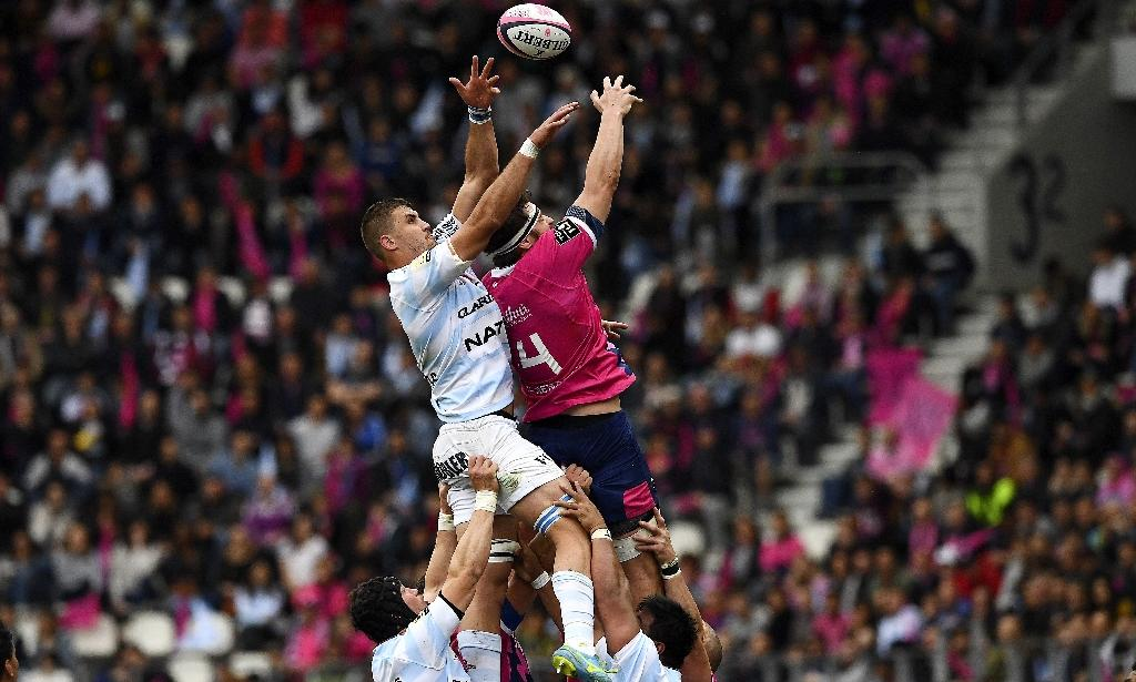 Stade Francais Paris' lock Paul Gabrillagues (R) and Racing 92's lock Gerbrandt Grobler go for the ball in a line-out on April 30, 2017 (AFP Photo/FRANCK FIFE)