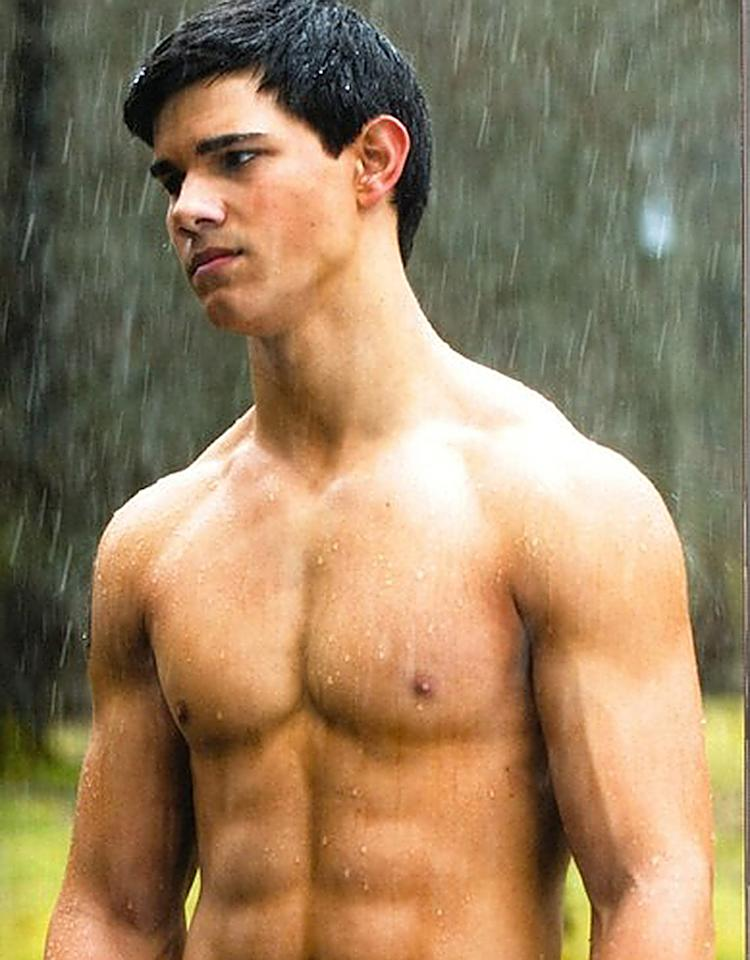"<b>Taylor Lautner: ""Twilight""</b><br />To transform into Jacob the werewolf in the ""Twilight"" series of films (in which he's often shirtless), Taylor Lautner, 21, had to gain 30 pounds of muscle through intense workouts and a strict diet, which helped him really bulk up. ""I was forcing myself to eat thick, heavy food every two hours,"" he told USA Today in 2011. ""That was really tough for me. Three protein shakes a day. Ugh, I hate that thought."""