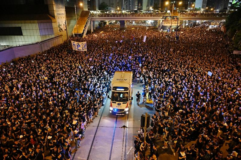 Crowds of protesters were still camped out in parts of Hong Kong as night fell (AFP Photo/HECTOR RETAMAL)