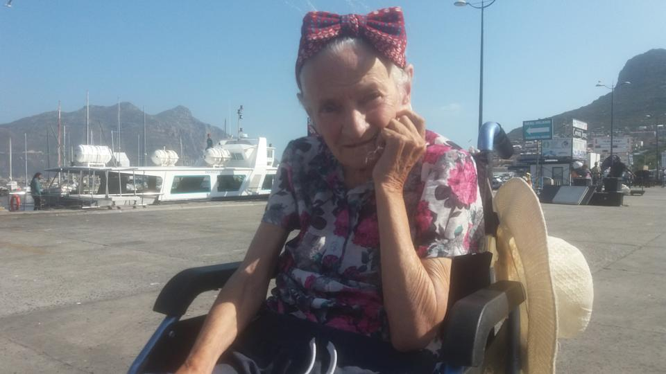 Mary O'Niel suffers from Alzheimer's, pictured here in Cape Town. (SWNS)