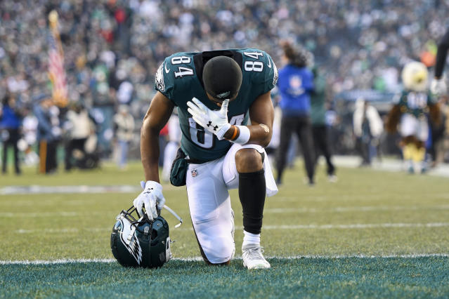 Greg Ward takes a knee during the game between the Dallas Cowboys and the Philadelphia Eagles. (Andy Lewis/Icon Sportswire via Getty Images)