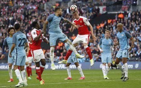 Britain Football Soccer - Arsenal v Manchester City - FA Cup Semi Final - Wembley Stadium - 23/4/17 Arsenal's Rob Holding misses a chance to score Action Images via Reuters / Carl Recine Livepic