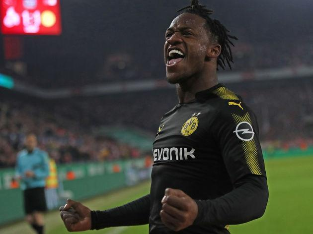 ​Michy Batshuayi is well-versed with being a massive hit on Twitter and his latest post has not disappointed after he reacted in epic fashion to being named in FIFA 18's Bundesliga Team of the Season. The 24-year-old spent the second half of the season on loan with ​Borussia Dortmund after finding himself cut adrift from ​Chelsea boss Antonio Conte, and his performances in Germany were as impressive as his antics across social media. Some players do it for the money, or the titles, or the...