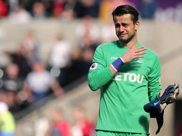 West Ham transfer news: Club announce signing of Poland goalkeeper Lukasz Fabianski from Swansea