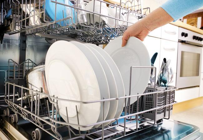 How to avoid the situation of smelly dishwashers?