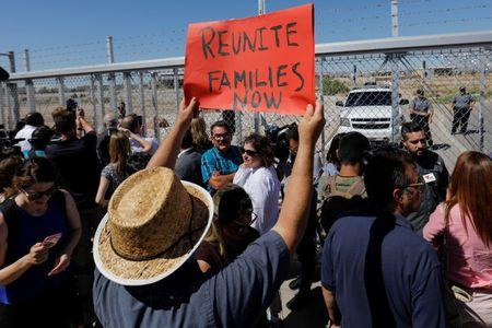 Immigration row: U.S. government says 522 children reunited with their families