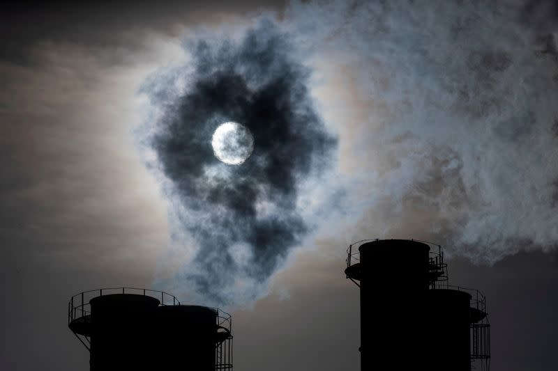 Global warming trends highlight 'enormous challenge' of meeting Paris climate pledge, WMO says