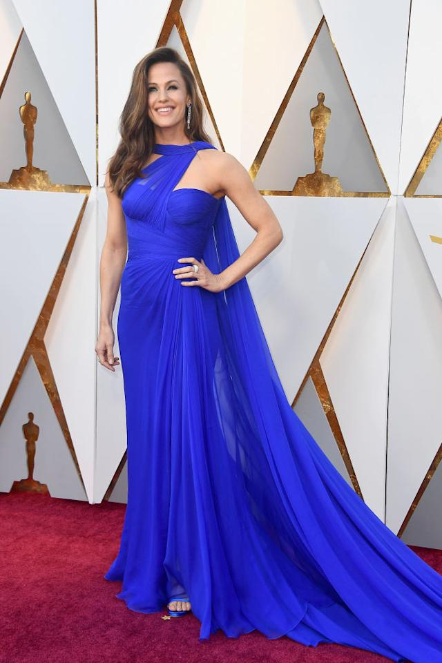 Actress Jennifer Garner was absolutely royal in an ethereal blue dress. (Photo: Getty Images)