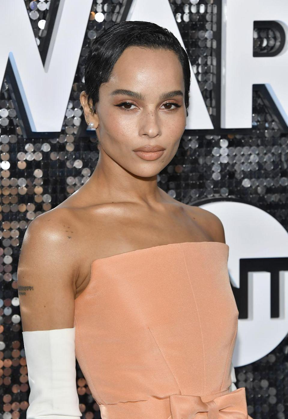 <p>Leaving some longe piece in front of the ears gives Zoe Kravitz's short, choppy crop versatility. </p>