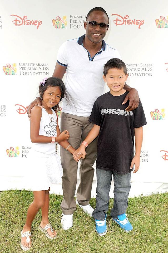 """Wayne Brady played proud pop to his 7-year-old daughter Maile Masako and a friend at the same outdoor bash. Alberto E. Rodriguez/<a href=""""http://www.gettyimages.com/"""" target=""""new"""">GettyImages.com</a> - June 13, 2010"""