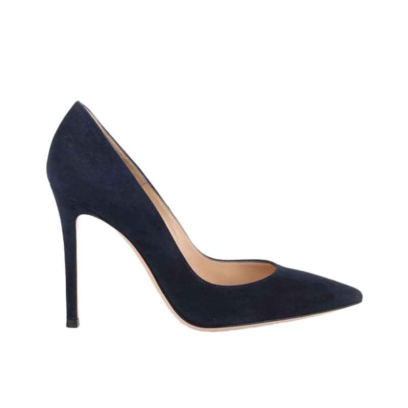 "<a rel=""nofollow"" href=""https://rstyle.me/n/czipwzchdw"">Gianvito Navy Suede Pump, Gianvito Rossi, $545</a><p>     <strong>Related Articles</strong>     <ul>         <li><a rel=""nofollow"" href=""http://thezoereport.com/fashion/style-tips/box-of-style-ways-to-wear-cape-trend/?utm_source=yahoo&utm_medium=syndication"">The Key Styling Piece Your Wardrobe Needs</a></li><li><a rel=""nofollow"" href=""http://thezoereport.com/entertainment/culture/everything-wish-knew-got-lip-injections/?utm_source=yahoo&utm_medium=syndication"">Everything I Wish I Knew Before I Got Lip Injections</a></li><li><a rel=""nofollow"" href=""http://thezoereport.com/entertainment/culture/cynthia-nixon-running-for-new-york-governor/?utm_source=yahoo&utm_medium=syndication""><i>SATC</i>'s Cynthia Nixon Is Running For Governor Of New York</a></li>    </ul> </p>"