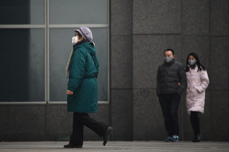 People wearing a mask in Beijing, China, on January 15, 2015 (AFP Photo/Wang Zhao)