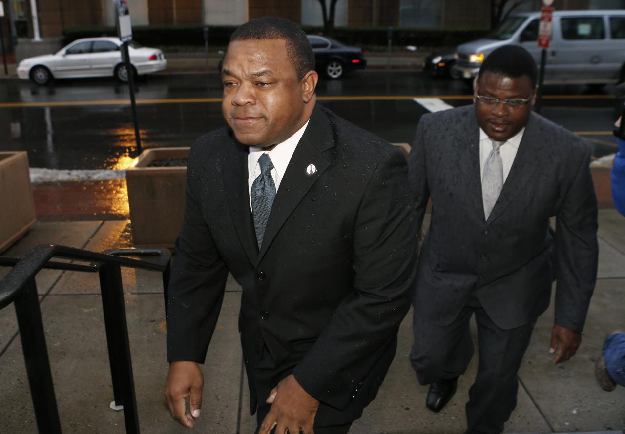 Trenton New Jersey Mayor Tony Mack (L) and his brother Ralphiel Mack arrive at United States Court in Trenton, New Jersey, January 6, 2014. Jury selection in the corruption trial of Mack, the mayor of New Jersey's capital city and his brother was scheduled to begin Monday in a case U.S. prosecutors say is filled with secret meetings and code names. REUTERS/Mike Segar (UNITED STATES - Tags: CRIME LAW POLITICS)