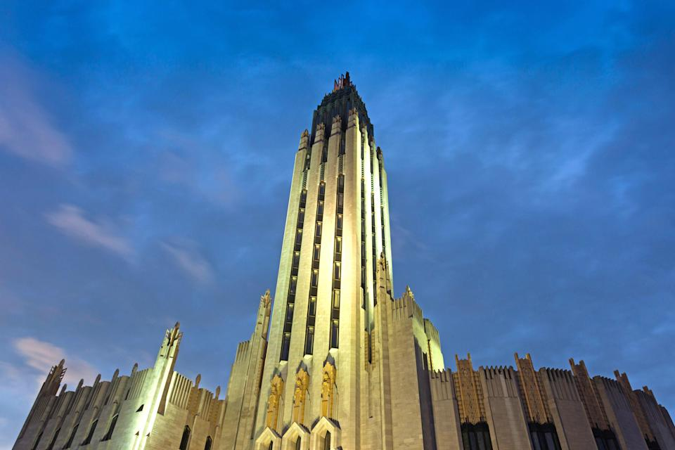 "<p><strong>Best thing to do in Oklahoma:</strong> Search for Art Deco treasures</p> <p>Tulsa has one of the country's densest concentrations of Art Deco buildings, including the stunning Boston Avenue United Methodist Church (completed in 1929), 11th Street Arkansas River Bridge (1917, renovated 1929), Gillette-Tyrell Building (1930), and the Oklahoma Natural Gas Building (1928). The Tulsa Foundation of Architecture offers <a href=""https://tulsaarchitecture.org/tours/"" rel=""nofollow noopener"" target=""_blank"" data-ylk=""slk:guided tours"" class=""link rapid-noclick-resp"">guided tours</a> of downtown's most impressive structures at 10 a.m. on the second Saturday of each month.</p>"