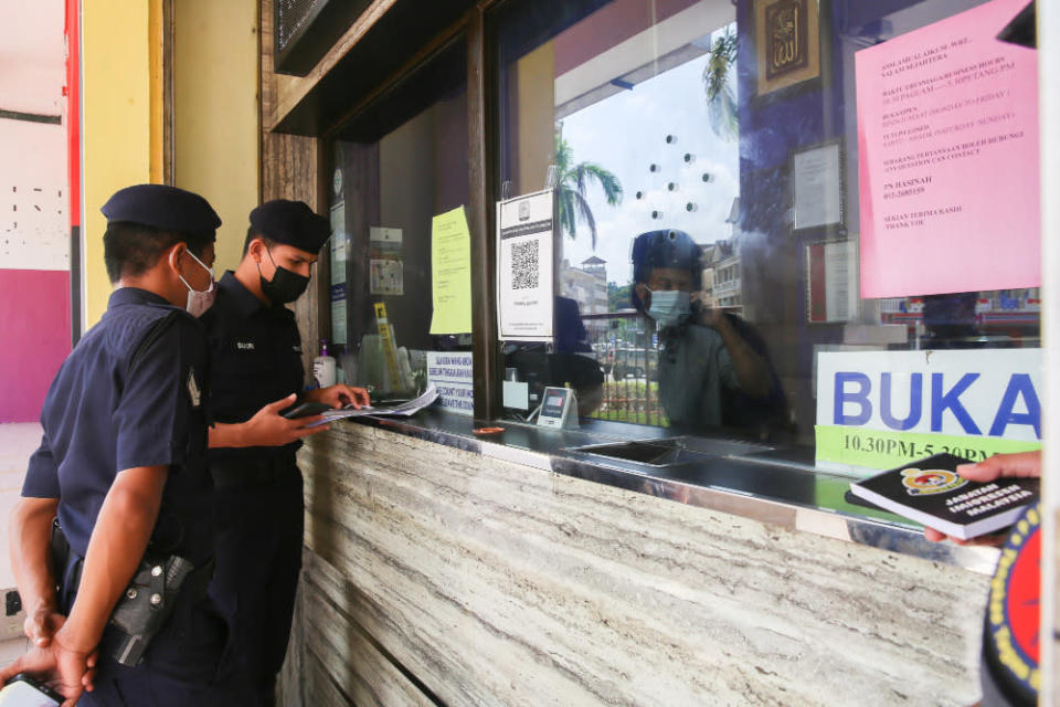 Enforcement officers (Police, Immigration and Army) checking the standard operating procedure (SOP) compliance at shops in Putrajaya, June 14, 2021. — Picture by Choo Choy May