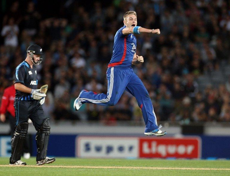 England's Luke Wright celebrates as New Zealand's Colin Munro looks on (left) at Eden Park, Auckland on Febuary 9, 2013