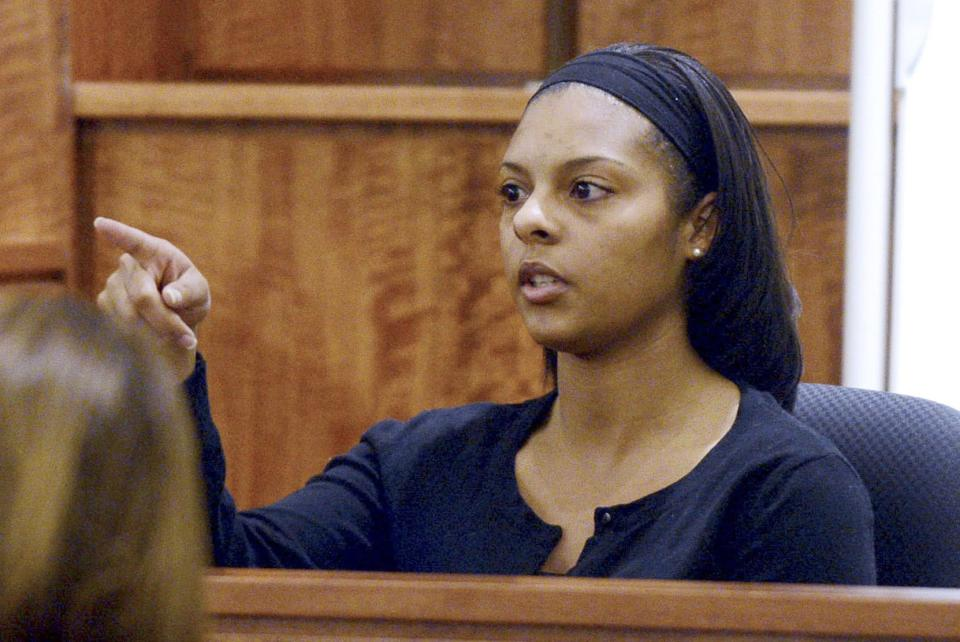 Shaneah Jenkins, the former girlfriend of Odin Lloyd, points to Aaron Hernandez when asked by prosecutor to identify the former New England Patriots football player Aaron Hernandez in the courtroom during his trial in Fall River, Massachusetts January 30, 2015. Witnesses testified on Friday that they saw the apparently lifeless body of a man in an industrial area near Aaron Hernandez's home in June 2013, hours after the former New England Patriots player is accused of committing murder. REUTERS/Ted Fitzgerald/Pool (UNITED STATES - Tags: CRIME LAW SPORT FOOTBALL)