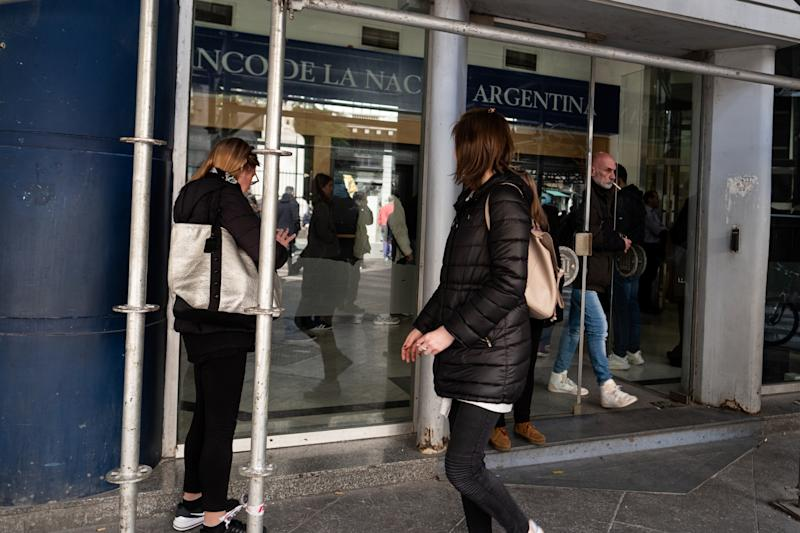 Argentina Clamps Down on Loophole to Gain From FX Controls