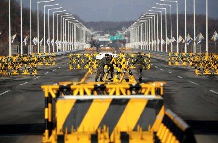 South Korean soldiers work on a barricade on the Grand Unification Bridge which leads to the truce village Panmunjom, just south of the demilitarized zone separating the two Koreas, in Paju, South Korea, January 19, 2018. REUTERS/Kim Hong-Ji